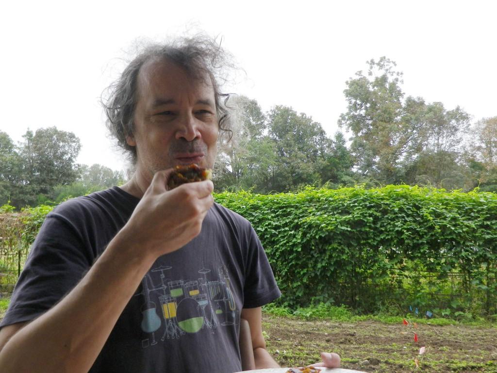 Octubre de 2016 (31) Ken come mantequilla de calabaza en una galleta prcsd